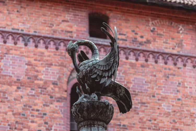 Pelican Malbork castle