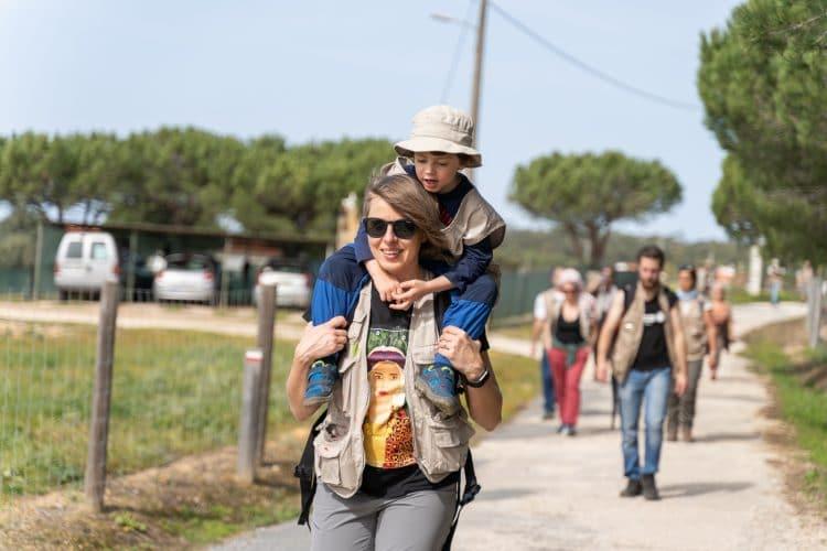mãe e filho na rota vicentina