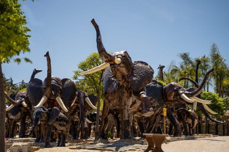 African statues Bacalhôa Buddha Eden